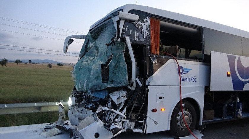 Acı kazada otobüs şoförünün 'uyuyakaldı' iddiası: İki kişi öldü