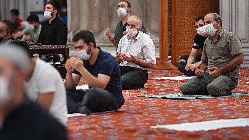 Sultanahmet Camii'nde cuma namazı.