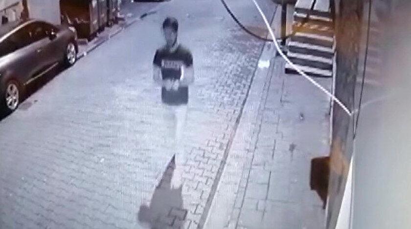 Polis her yerde Kur'an-ı Kerim'i yırtan şahsı arıyor.
