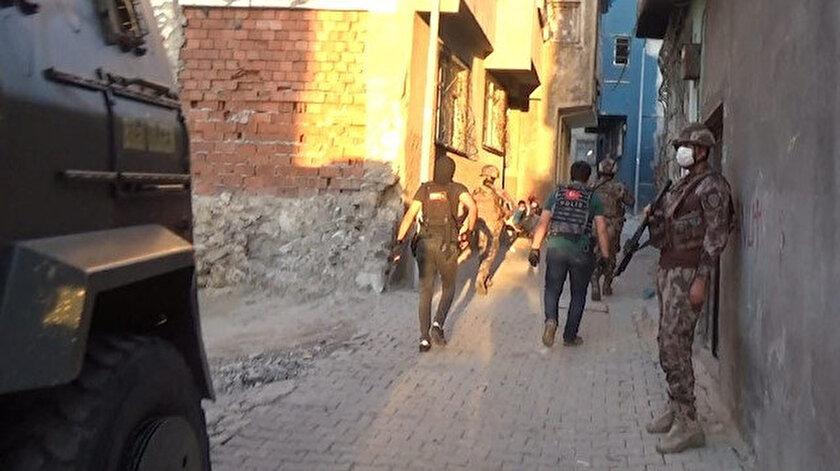 Siirt'teki operasyona katılan güvenlik güçleri.