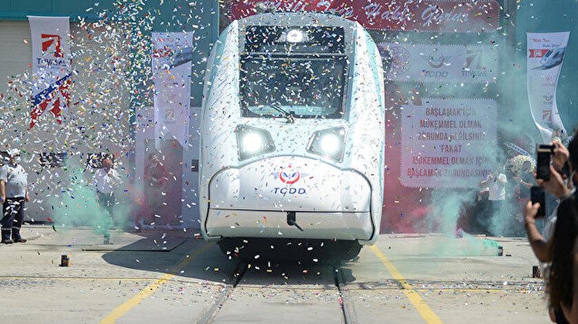 """Türkiye Vagon Sanayi Anonim Şirketi'nin (TÜVASAŞ) Sakarya'nın Adapazarı ilçesindeki fabrikasında """"Milli Elektrikli Tren Seti'nin Fabrika Testleri Töreni"""" düzenlendi."""