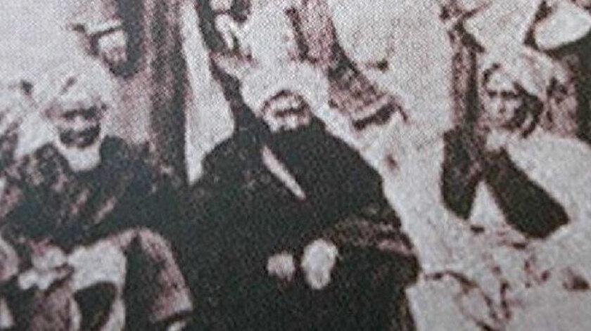 Ebubekir Efendi'nin tek fotoğrafı. (Ortada oturan siyah cüppeli)