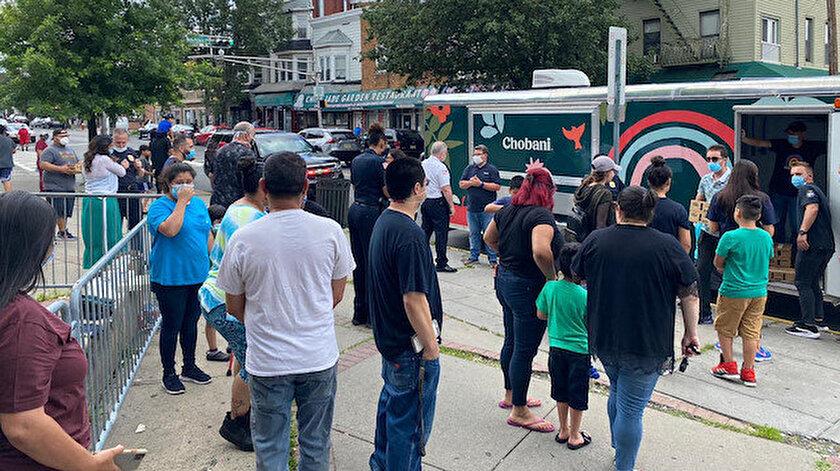 Chobani  New Jersey'de binlerce ücretsiz yoğurt dağıttı.