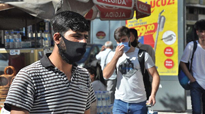 Uzmanlar siyah maskelerin koruyucu özelliği olmadığını söyledi.