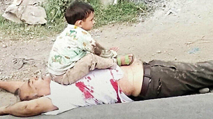 3 yaşındaki Keşmirli çocuğun dedesinin cansız bedeni üzerindeki fotoğrafı dünya gündemine bomba gibi düştü.
