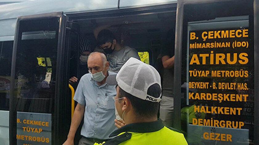 Minibüs içerisinde ayaktaki yolcular dahil toplamda 35 kişi çıktı.
