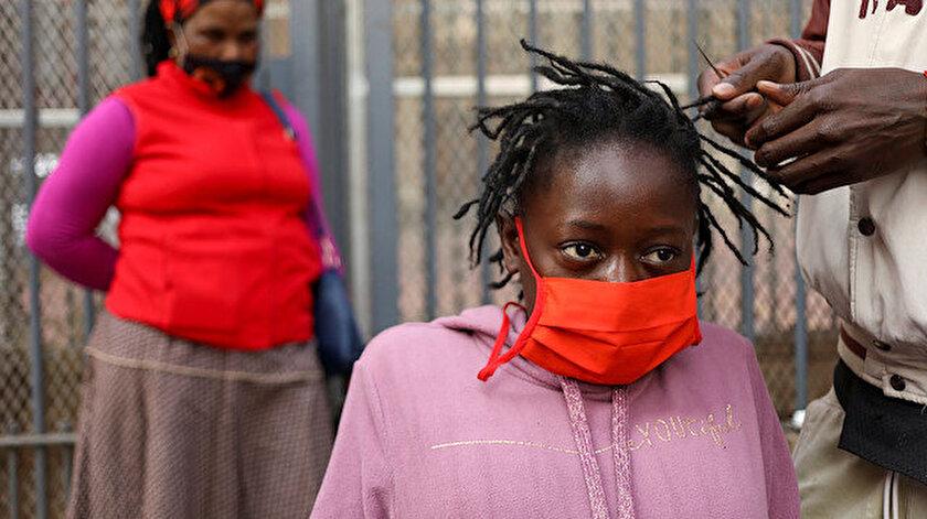 Güney Afrika'da koronavirüs nedeniyle hayatını kaybedenlerin sayısı artıyor.