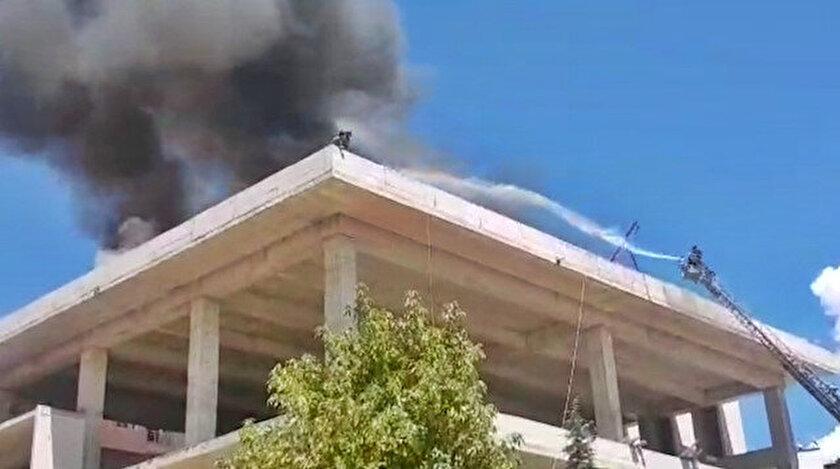 Yangında mahsur kalan işçiler son anda kurtarıldı.
