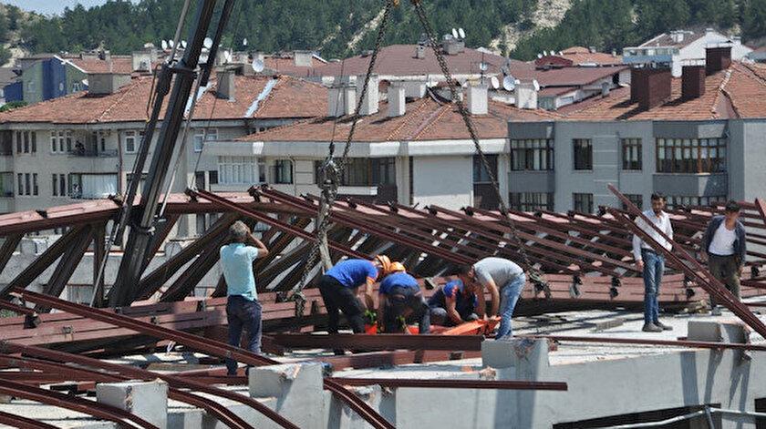 Kastamonuda tedbirsizlik yine can aldı: Halat koptu, inşaat platformunun altında kaldı