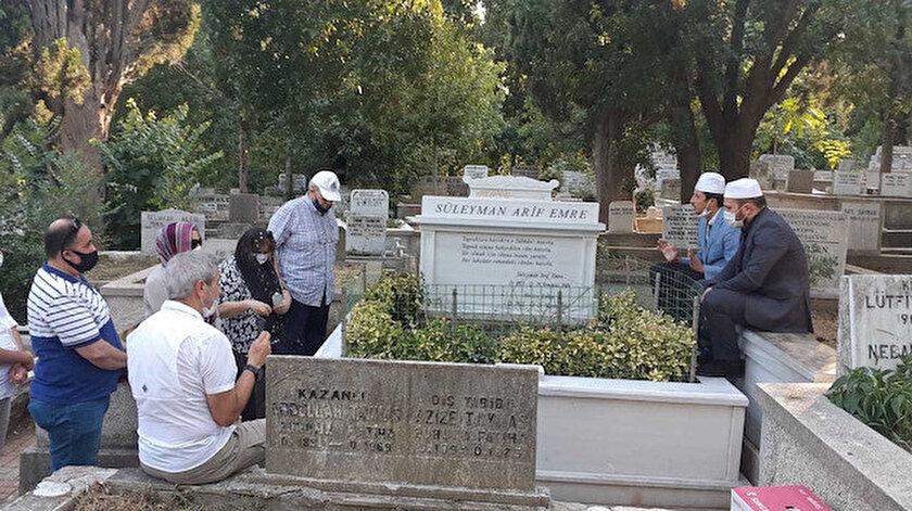 Süleyman Arif Emre, Karacaahmet Mezarlığı'ndaki kabri başında anıldı.