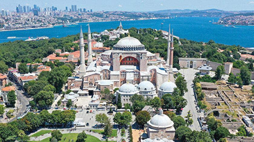 Ayasofya Camii yarın cuma namazı ile birlikte ibadete açılıyor.