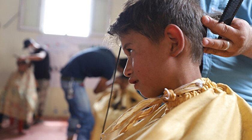 Azez kırsalındaki kamplarda bin çocuğa saç tıraşı yapıldı.