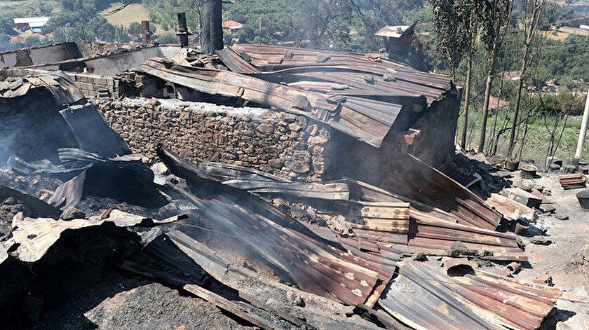 Yangında Erakbaba Ailesi'nin evi kullanılamaz hale geldi.