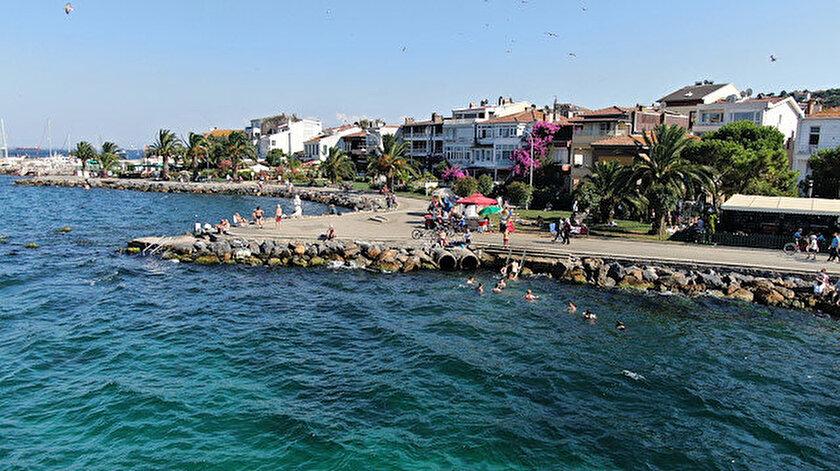 Büyükada'da vatandaşlar ücretli plaja tepki gösterdi.