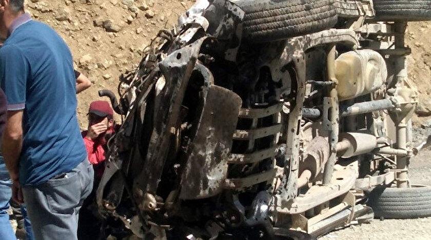 Yüksekova'da araç uçuruma yuvarlandı.