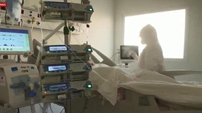 Sky News ekibi, 45 günde inşa edilen Sancaktepe Prof. Dr. Feriha Öz Acil Durum Hastanesi'nde ilaç ve plazma tedavisini inceledi.