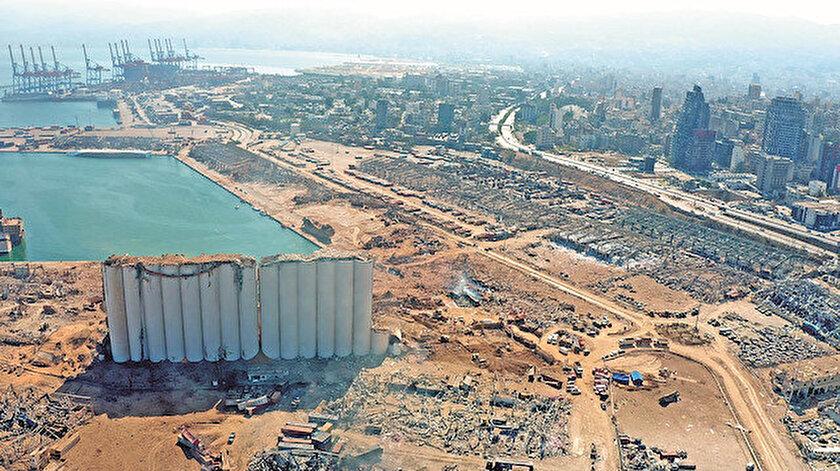 Hizbullah'ın kontrolündeki Beyrut Limanı'nda yaşanan dev patlamanın ülkedeki siyasi krizi de tetiklemesinden endişe ediliyor.