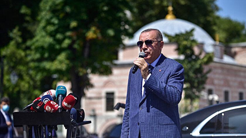 Cumhurbaşkanı Erdoğan, cuma namazı çıkışında gazetecilerin sorularını yanıtladı.