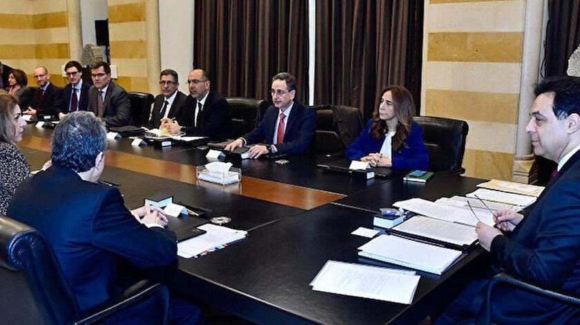Lübnan'da hükümet istifa etti.