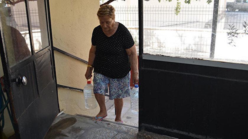 Dikili ilçesinin Çandarlı Mahallesinde vatandaşlar 6 yıldır su sıkıntısı çektiklerini belirtiyor.