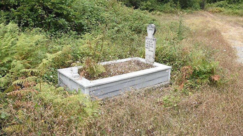 """Mezar taşı üzerine köy sakinleri tarafından """"Şehit şoför ruhun şad olsun, mezarın nurla dolsun"""" yazıldı."""