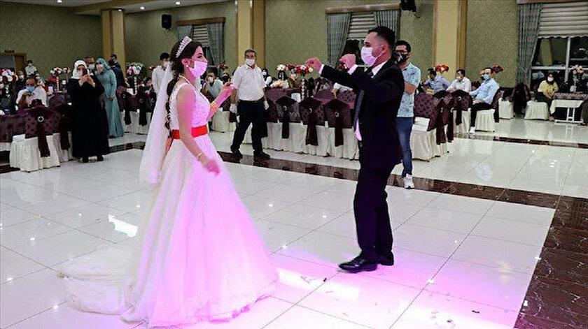 Aydın'daki düğünlerde sadece gelin ve damadın oynamasına izin verilecek.