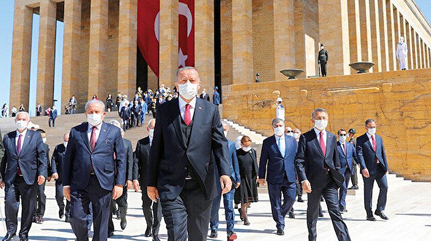 Düşmanlarımıza hodri meydan diyoruz: Cumhurbaşkanı Erdoğandan Yunanistan ve Fransaya tokat gibi sözler
