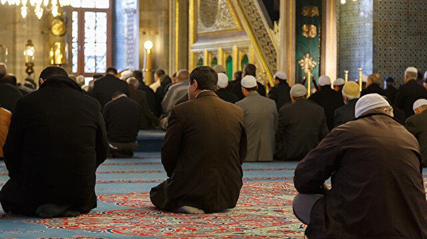 Ergenlik (bulûğ) yaşına ve belli bir aklî olgunluk düzeyine gelmiş her müslümanın namaz kılması farz-ı ayındır.