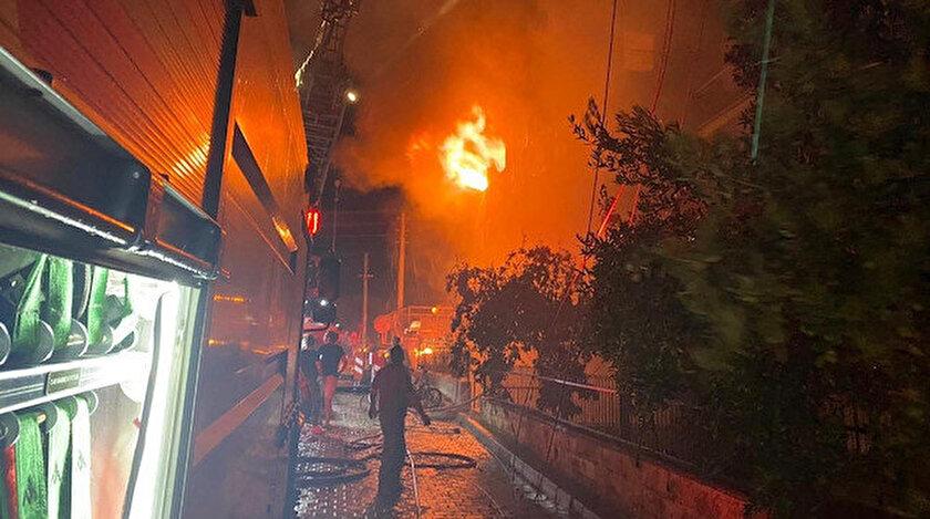 Bayındır'da 4 katlı binada çıkan yangın söndürüldü.