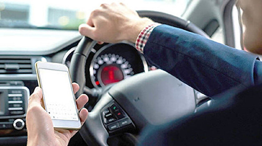 İngiltere'de telefon kullanırken ölümlü kazalara sebep olan sürücülere ömür boyu hapis cezası geliyor.