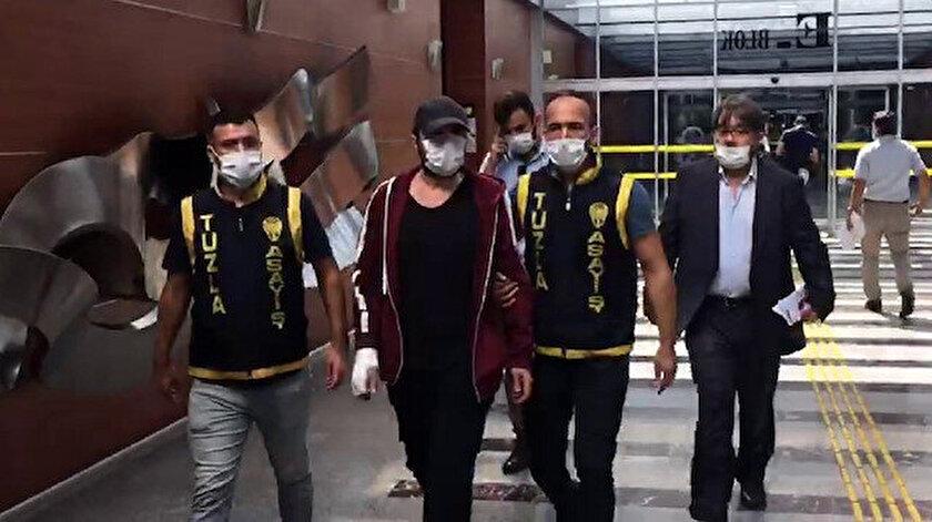 Paracıkoğlu, ifadesi alınmak üzere Basın Suçları Soruşturma Bürosunun bulunduğu kata çıkarıldı.