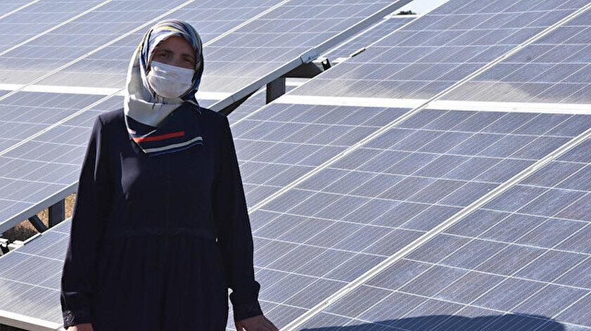 Yasemin Yıldırım'ın güneş enerjisi tarlasından 300 evin elektriği karşılanabiliyor.