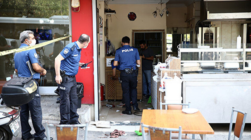 Adana'da şehir eşkıyaları sipariş tartışması yüzünden kafeyi silahla bastı.