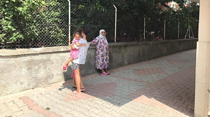Deprem sonrası vatandaşlar korkudan  kendini sokağa attı.