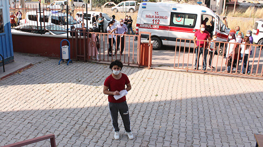 İbrahim Ö., ambulansla, karantinadan kaçma ihtimaline karşı da polis eşliğinde sınava gireceği Aksaray Üniversitesi Sosyal Bilimler Yüksekokulu'na getirildi.