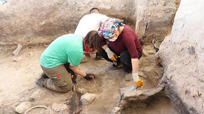 Beycesultan Höyüğü'ndeki kazı çalışmaları sürüyor.