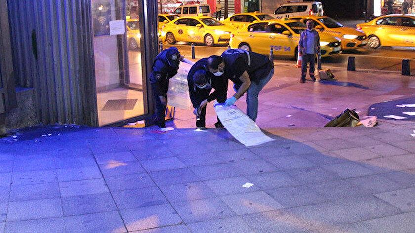 Fünye ile patlatılan çantanın içinden cep telefonu ile çok sayıda broşür çıktı.