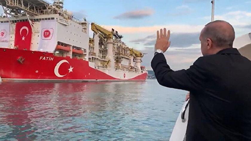 Cumhurbaşkanı Erdoğan'ın Fatih sondaj gemisini uğurladığı anlar kameralara böyle yansımıştı.