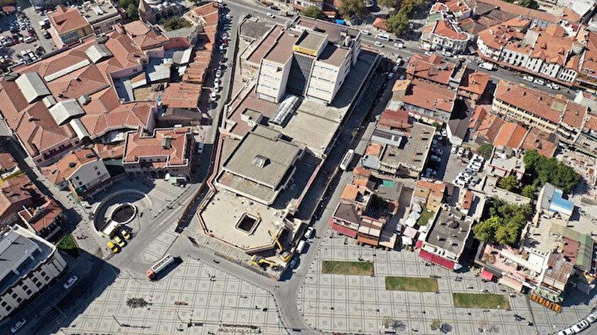 Mevlana Çarşısı kentsel dönüşüm projesi çalışması kapsamında yıkılıyor.