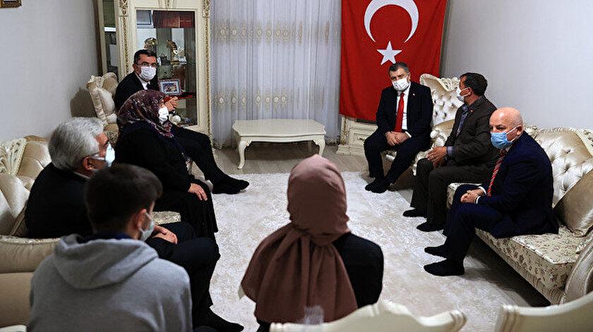 Sağlık Bakanı Fahrettin Koca'nın ziyaretinden bir kare.