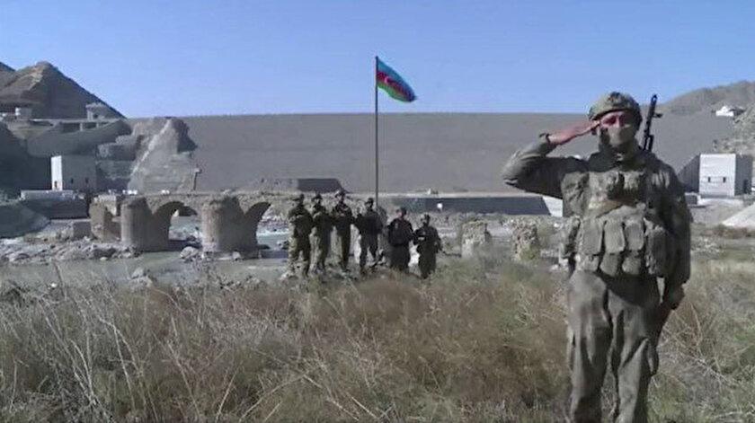 Azerbaycan Silahlı Kuvvetleri, Hudaferin Köprüsü'ne Azerbaycan bayrağı dikti.