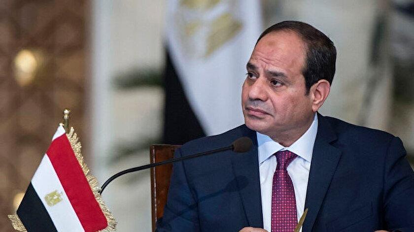 Sisi, 3 Temmuz 2013'te ülkenin ilk seçilmiş Cumhurbaşkanı Muhammed Mursi'yi askeri darbeyle devirerek iktidarı ele geçirmişti.