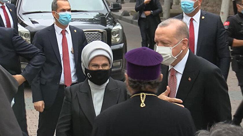 Esayan'ın cenaze törenine, Cumhurbaşkanı Recep Tayyip Erdoğan eşi Emine Erdoğan ile birlikte geldi.