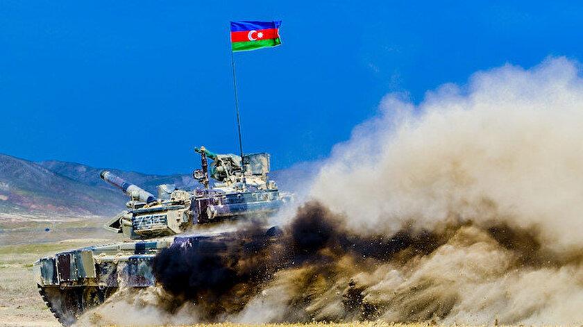 Azerbaycan ordusu Şuşa'ya doğru ilerliyor.