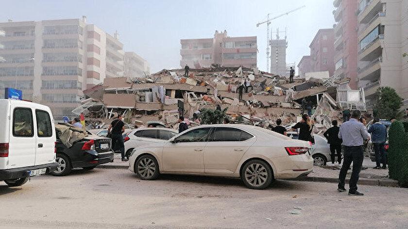 İzmir Alsancakta bina yıkıldı