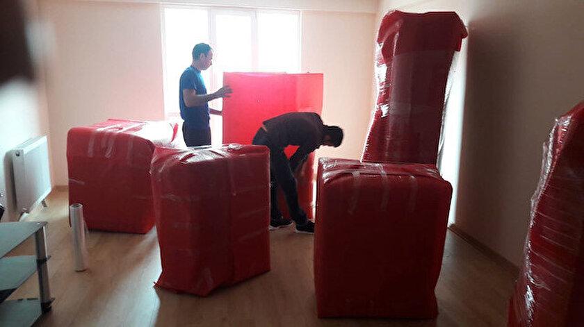 İzmir'de kimi ev sahiplerinin kira fırsatçılığı yapması üzerine yüzlerce kişi mesaj atarak üç ay kira almayacağını belirtti.