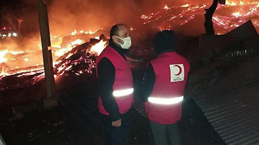 Kastamonunun Tepeharman Köyünda bir cami ile 10 evi küle çeviren yangın