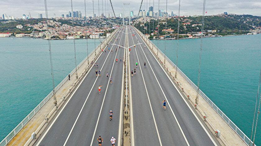 Sporcular 15 Temmuz Şehitler Köprüsü'nden geçiş yaptı.