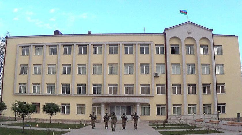 Azerbaycan Savunma Bakanlığı, dün Ermenistan ordusunun işgalinden kurtarılan Şuşa kentinin görüntülerini paylaştı.