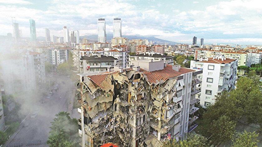 Prof. Dr. Ahmet Ercan Marmara Denizi'nde olacak bir depremin Marmara'nın çevresindeki kentlerin depremi olduğunu ifade etti.